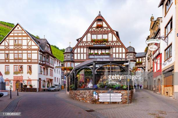 street view at rudesheim, germany (rüdesheim am rhein) - hesse germany stock pictures, royalty-free photos & images