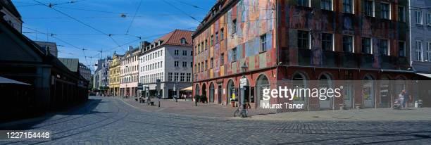 street view from downtown augsburg - augsburg zwaben stockfoto's en -beelden