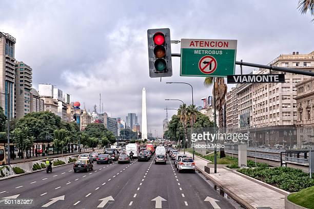 a street view in buenos aires - argentina - avenida fotografías e imágenes de stock