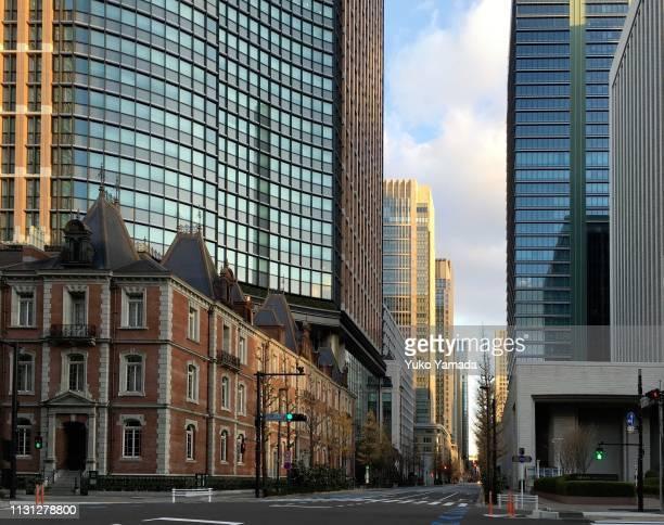 street view in marunouchi, tokyo - 丸の内 ストックフォトと画像