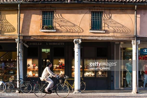 street view of ferrara, italy - manuel ferrara photos et images de collection