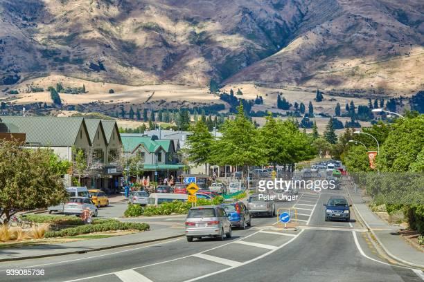 street view of the town of wanaka, otago, new zealand - wanaka - fotografias e filmes do acervo