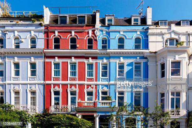 street with colorful townhouses in kensington and chelsea, london, england, uk - notting hill stock pictures, royalty-free photos & images