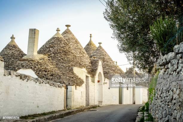 street with traditional trulli houses, alberobello, puglia, italy - alberobello stock pictures, royalty-free photos & images