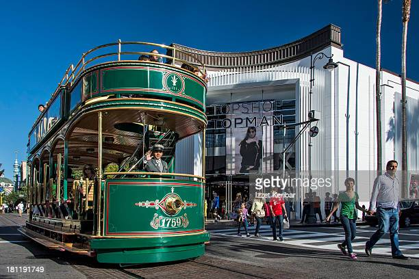 streetcar, the grove, w 3rd steet, los angeles - the grove los angeles stock pictures, royalty-free photos & images