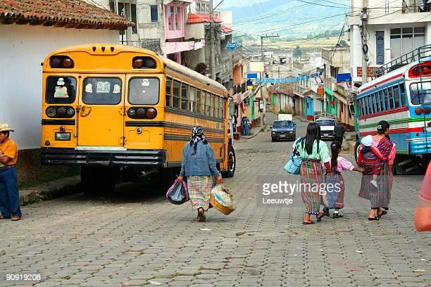 streetlife dans un village de guatemala
