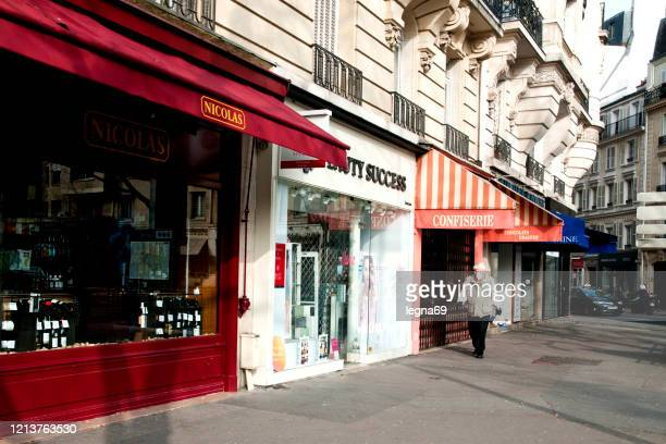 streets empty in paris, during pandemic 2020 in europe. - confined space stock pictures, royalty-free photos & images