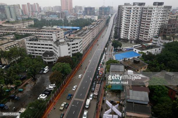 streets flooded in dhaka - dhaka stock pictures, royalty-free photos & images