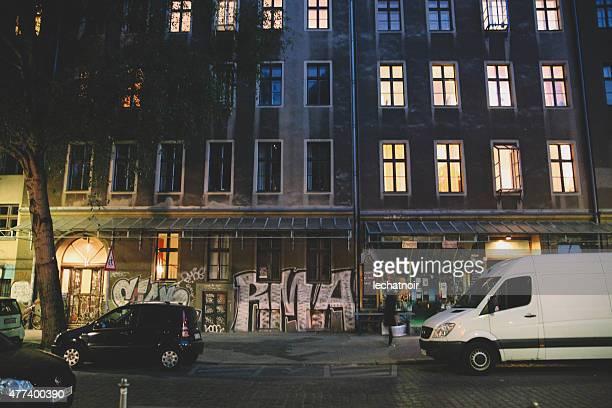 Straßen von Berlin bei Nacht