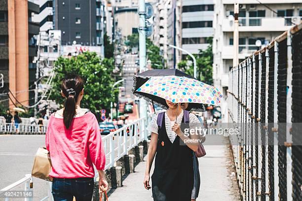代官山、東京の通りです。 - 熱さ ストックフォトと画像