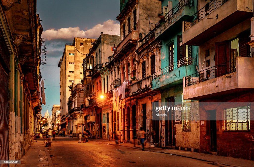 Rues de la Havane, à cuba, au crépuscule : Photo