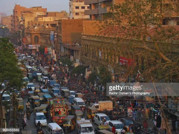 streets of karachi - karachi fotografías e imágenes de stock