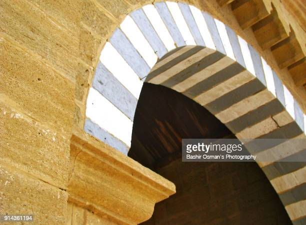 streets of karachi - arch architectural feature stock pictures, royalty-free photos & images