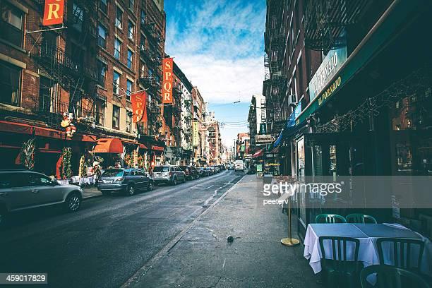 strade di little italy. - little italy new york foto e immagini stock