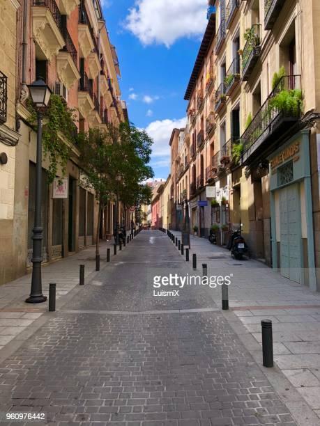 streets of madrid - bairro antigo imagens e fotografias de stock