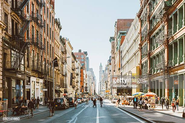 streets of soho, new york city, usa - soleggiato foto e immagini stock