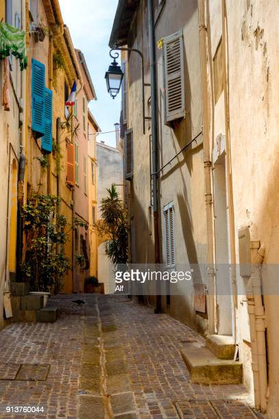 streets of the old town of cannes (suquet), provence-alpes-cote d'azur, france - cannes stock pictures, royalty-free photos & images