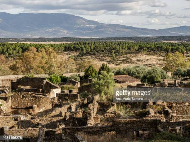 streets of the walled city or ghost town of granadilla, with rebuilt houses, abandoned houses and ruined houses - caceres stock pictures, royalty-free photos & images