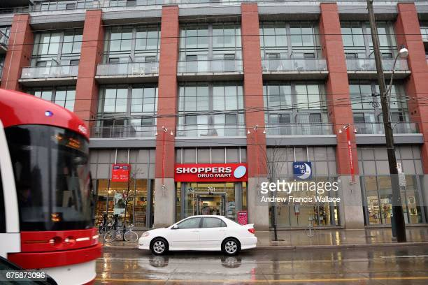 TORONTO ON MAY 1 Streetscape pictures to illustrate the number of chain stores that are taking over Toronto's streetlevel retail space especially as...