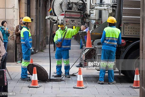 streetworker in barcelona - umkehrer stock-fotos und bilder