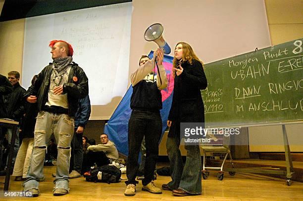 Streik an der TU Berlin gegen Studiengebuehren und Sparmassnahmen Versammlung in der Aula