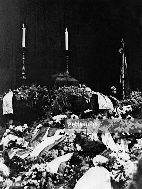 Stresemann, Gustav - Politician, Germany*1878-1929+- memorial ceremony at the 'Plenarsaal' of the 'Reichstag': Reichskanzler Hermann Mueller during...