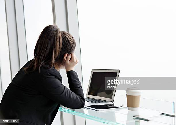 stressed businesswoman - mid adult women stock pictures, royalty-free photos & images