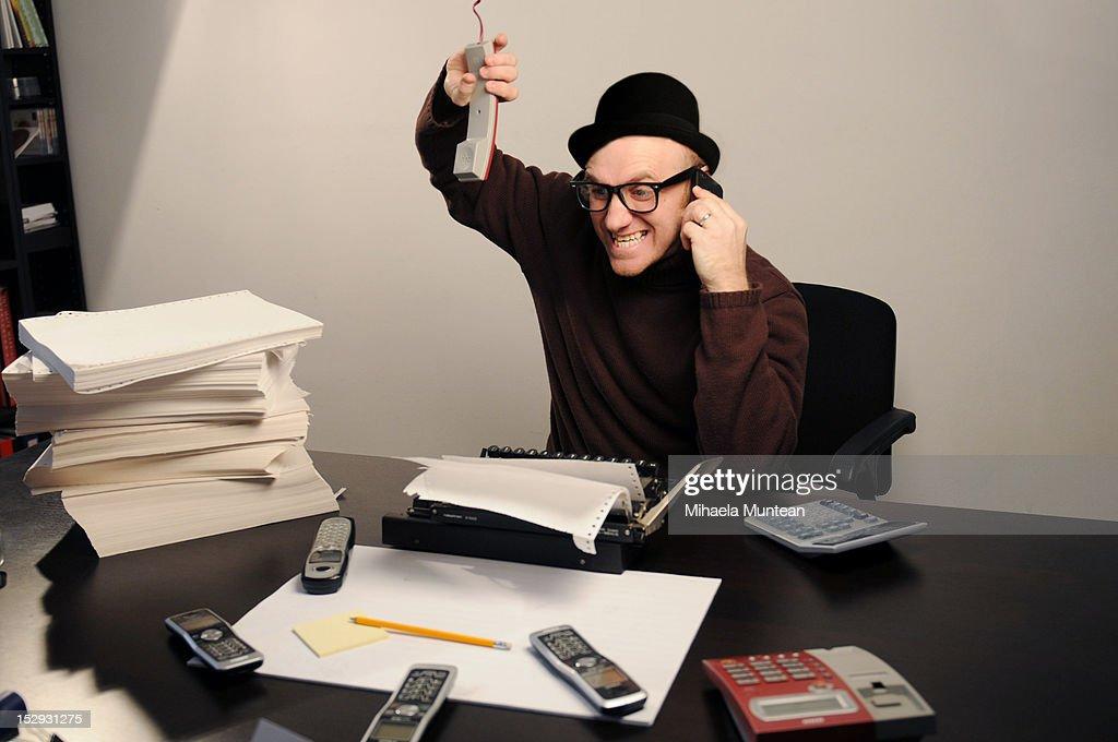 Stressed man working in office : Foto de stock