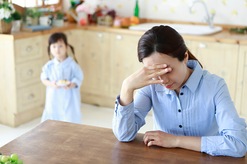 Stressed mother with little girl in kitchen - gettyimageskorea