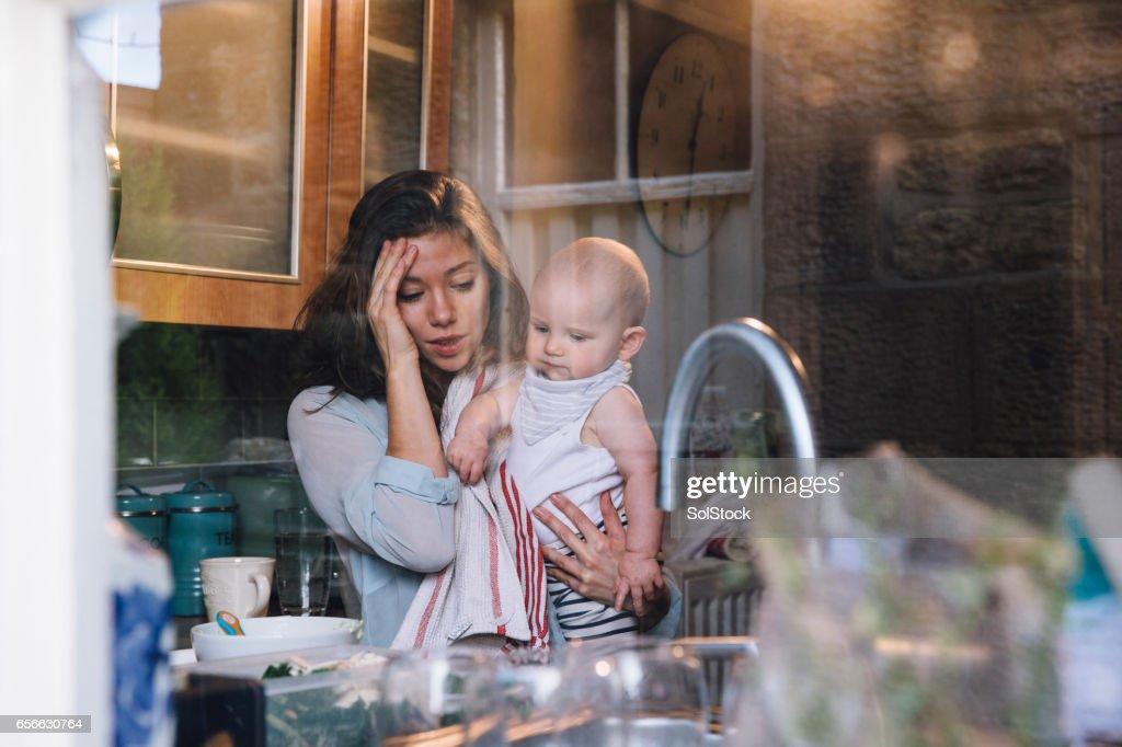 Gestresst Single moeder : Stockfoto