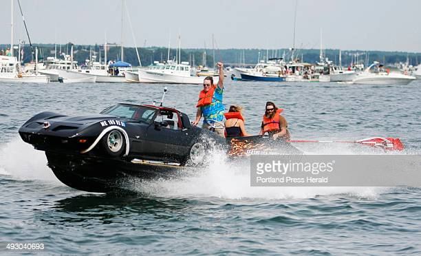 'Stretched Vet' captained by Steve Johnson wins the Gasoline Class E race V8 over 525 cid 28 feet and over superchargers/Turbos during the Portland...