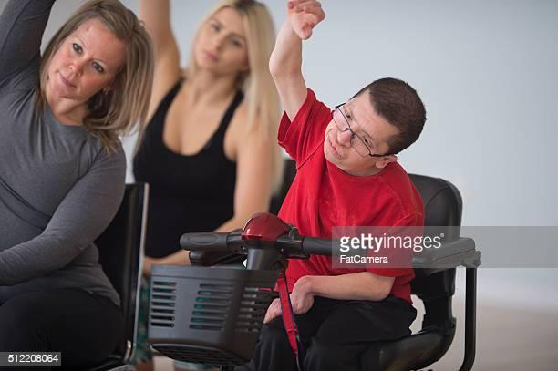 estiramiento con manos - quadriplegic fotografías e imágenes de stock