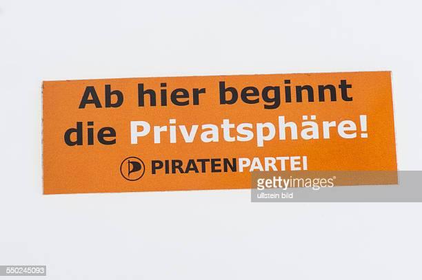 Streuartikel der Piratenpartei Aufkleber der Piratenpartei mit dem Slogan Ab hier beginnt die Privatsphäre
