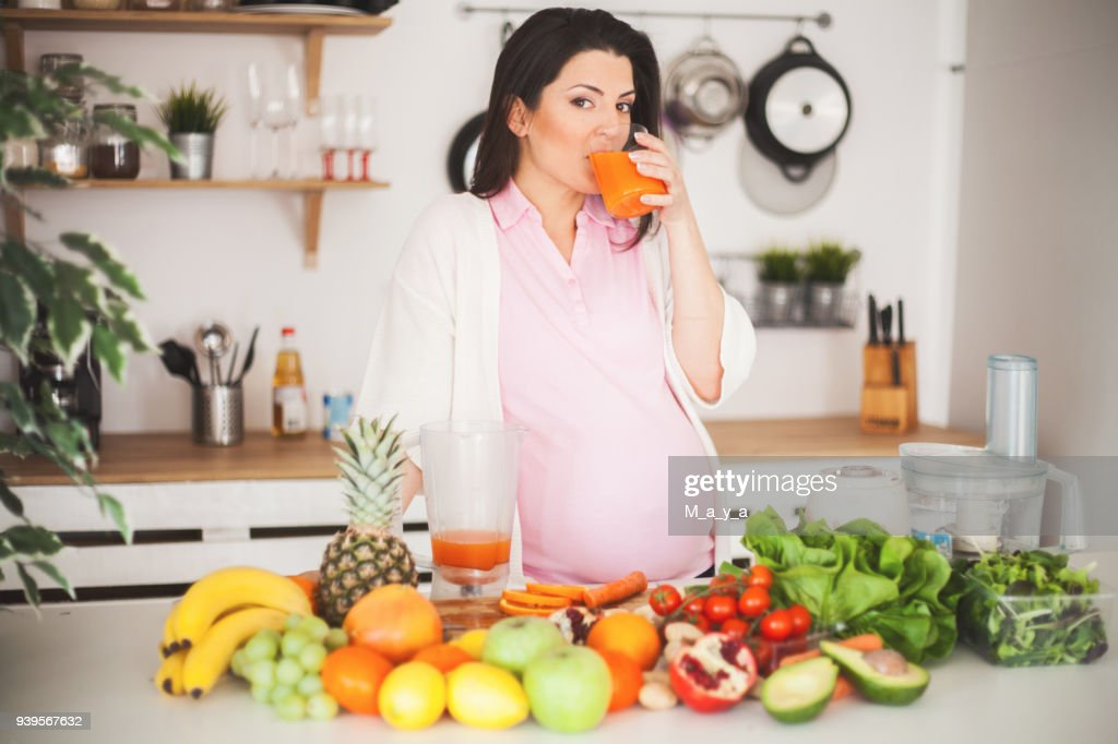 Strike a balance between healthy weight gain and nutritional intake : Stock Photo