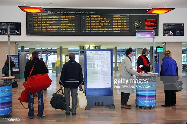 Strike at the SNCF against the reform of special pension schemes In Nancy France On November 14 2007 A few users of the SNCF in the lobby of the...