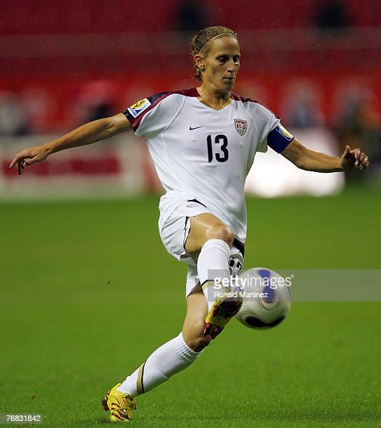 Striker Kristine Lilly of USA moves the ball against Nigeria during the FIFA Women's World Cup 2007 Group B match at Shanghai Hongkou Football...