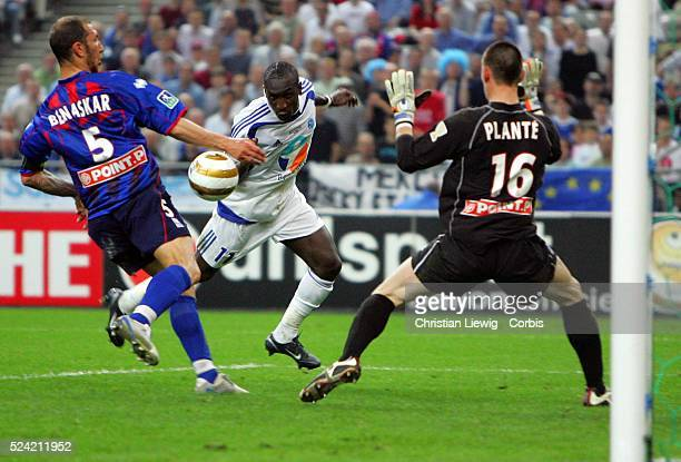 Striker Mamadou Niang puts Strasbourg in the lead, heading in from close range, at the 39th minute mark. Strasbourg beat Caen 2-1 to win the French...