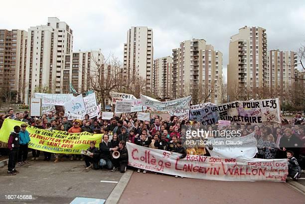 Strikes In Schools In Seine Saint Denis Dans le département de Seine SaintDenis le 6 avril 1998 Manifestation des enseignants élèves et parents...