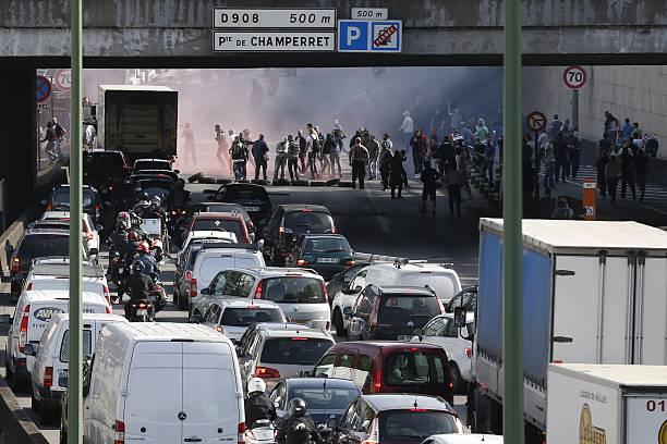 Striking Taxi Drivers Block The Boulevard Peripherique Near Porte - Taxi porte maillot