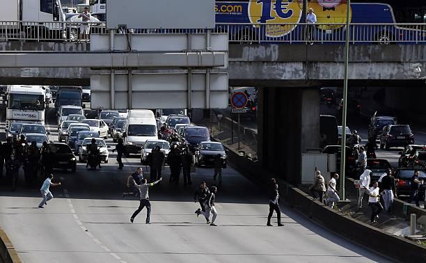 Striking Taxi Drivers Run Onto The Boulevard Peripherique Near Porte - Taxi porte maillot