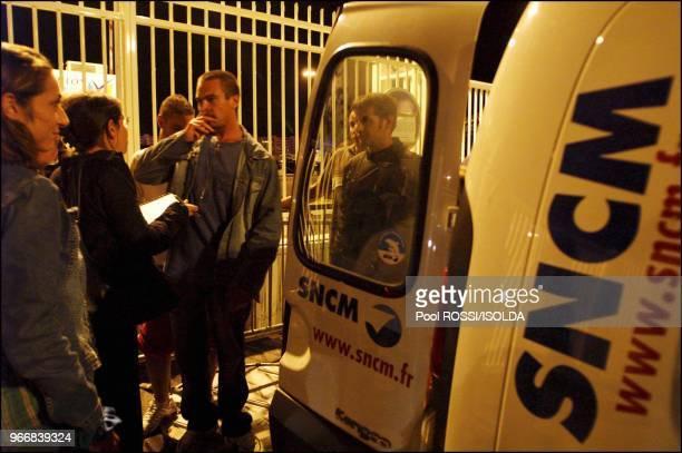 Striking workers disembark at Toulon