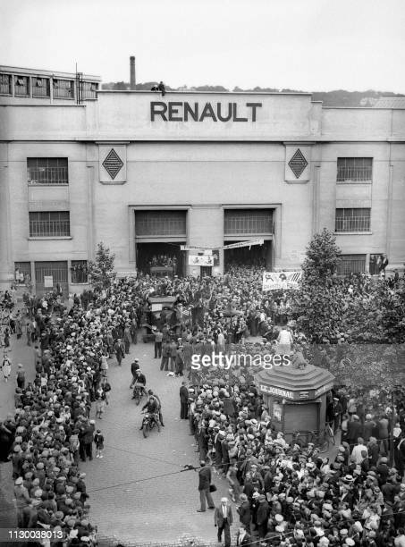 Striking workers gathered at the entrance of the Renault factories in BoulogneBillancourt on June 13th the last day of the strike with occupation...
