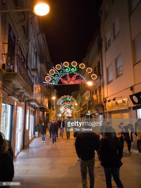 string lights during night ofthe feast of crosses (barcelos - portugal) - galo de barcelos imagens e fotografias de stock