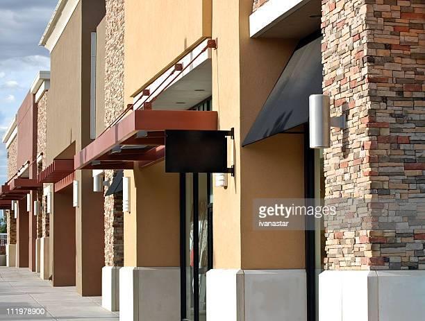 strip shopping center - mercado espaço de venda no varejo - fotografias e filmes do acervo