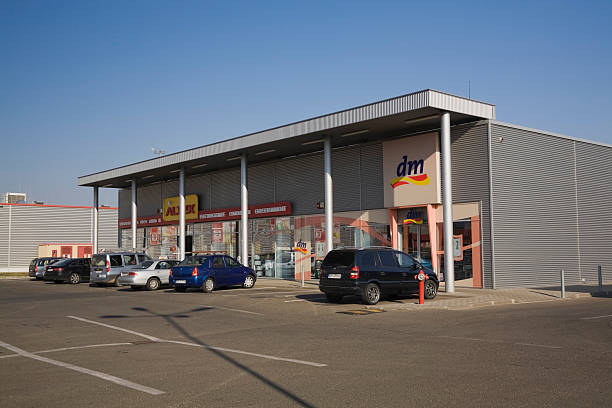 Strip mall with Altex and DM retail stores
