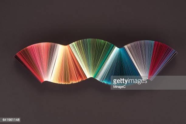 striped colorful paper wave - couches superposées photos et images de collection