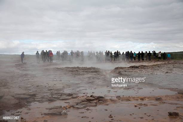 geyser strokkur attesa - fotofojanini foto e immagini stock