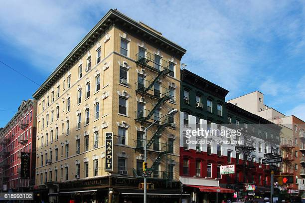strolling in little italy - little italy new york foto e immagini stock