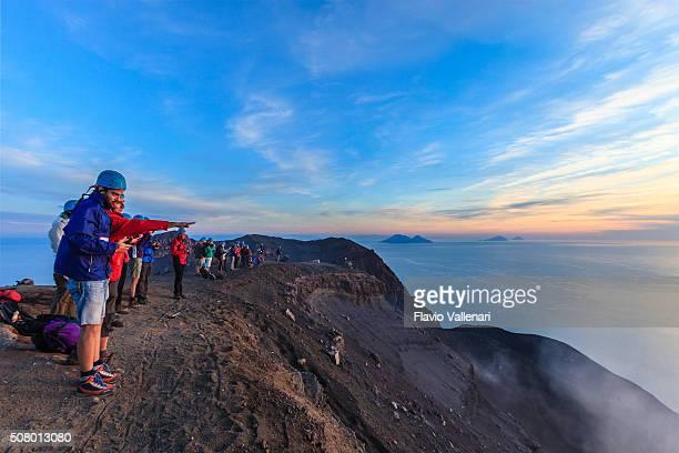 stromboli arrampicata, isole eolie, sicilia - isole eolie foto e immagini stock