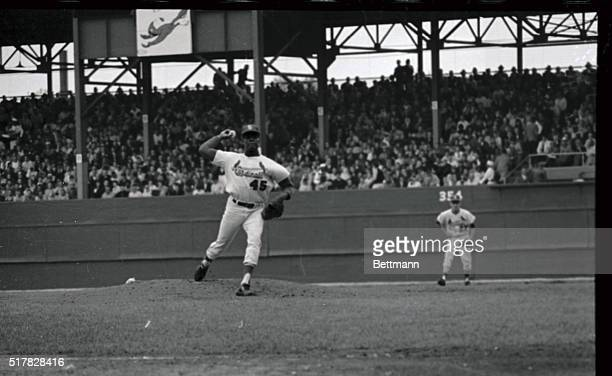 Strong arm pitching dominated early innings of 2nd World Series game Bob Gibson Cardinals overpowering righthander struck out 4 straight Yanks after...